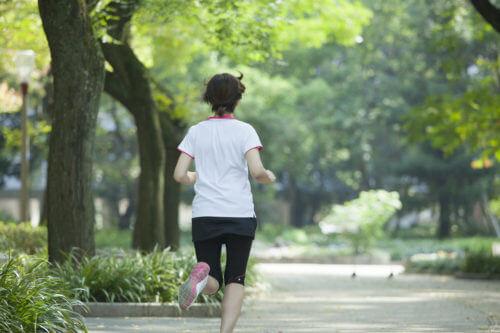朝ご飯前のランニングでマラソンは速く走れるようになる?